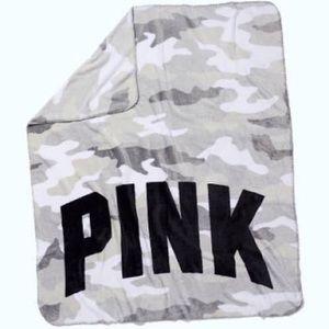 NWT Victorias Secret Pink White Camo Fleece Throw